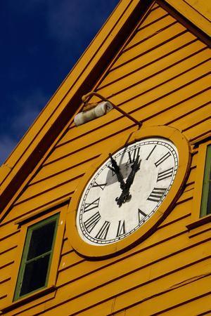 https://imgc.allpostersimages.com/img/posters/traditional-wooden-hanseatic-merchants-buildings-of-the-bryggen-bergen-norway-scandinavia_u-L-Q12SEH70.jpg?p=0