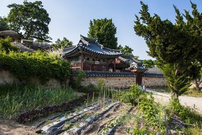https://imgc.allpostersimages.com/img/posters/traditional-wooden-house-in-the-yangdong-folk-village-near-gyeongju-south-korea-asia_u-L-PQ8MIB0.jpg?p=0