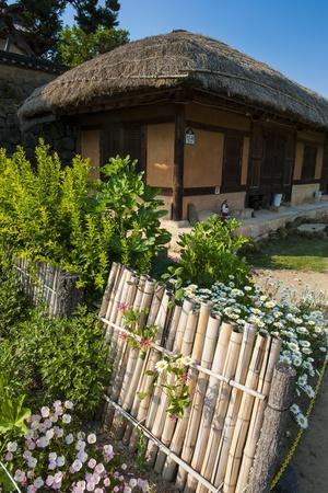 https://imgc.allpostersimages.com/img/posters/traditional-wooden-house-in-the-yangdong-folk-village-near-gyeongju-south-korea-asia_u-L-PQ8MIZ0.jpg?p=0