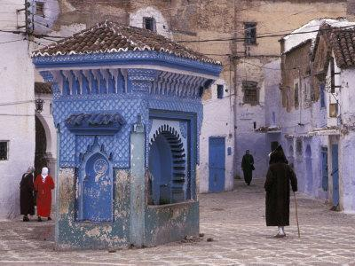 https://imgc.allpostersimages.com/img/posters/traditionally-dressed-muslims-in-the-plaza-alhaouta-morocco_u-L-P587AS0.jpg?p=0