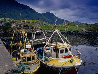 https://imgc.allpostersimages.com/img/posters/trawlers-at-rosroe-in-killary-harbour-connemara-ireland_u-L-P3SETX0.jpg?artPerspective=n