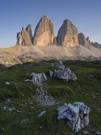 https://imgc.allpostersimages.com/img/posters/tre-cime-di-lavaredo-sexten-dolomites-nature-reserve-italy_u-L-Q1EY2ED0.jpg?artPerspective=n
