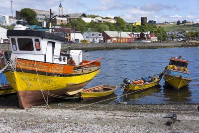https://imgc.allpostersimages.com/img/posters/tthe-fishing-harbour-of-ancud-island-of-chiloe-chile-south-america_u-L-PWFG0J0.jpg?artPerspective=n
