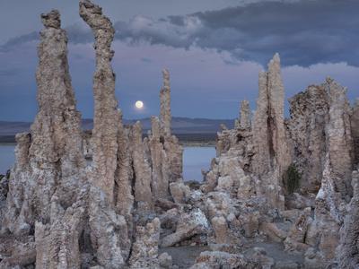 https://imgc.allpostersimages.com/img/posters/tuff-moon-mono-lake-california-usa_u-L-Q11YNE00.jpg?artPerspective=n