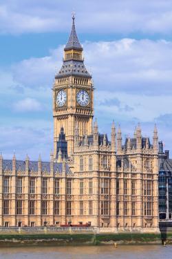 London by Tupungato