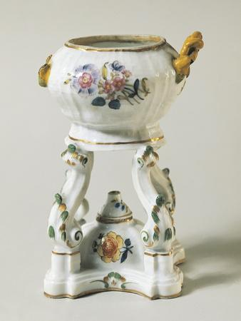 https://imgc.allpostersimages.com/img/posters/tureen-and-cooker-with-floral-decorations-ceramic_u-L-POPFJA0.jpg?p=0