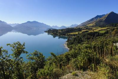 https://imgc.allpostersimages.com/img/posters/turquoise-water-of-lake-wakatipu-around-queenstown-otago-south-island-new-zealand-pacific_u-L-PQ8SYB0.jpg?p=0