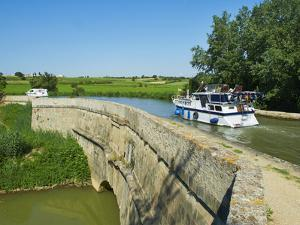 Navigation on Canal du Midi, Repudre Aqueduct, Paraza, Aude, Languedoc Roussillon, France by Tuul