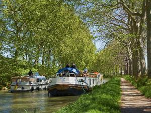 Navigation on Canal du Midi, UNESCO World Heritage Site, Languedoc Roussillon, France by Tuul