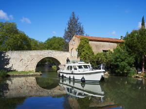 Navigation on Canal du Midi, UNESCO World Heritage Site, Pigasse, Languedoc Roussillon, France by Tuul