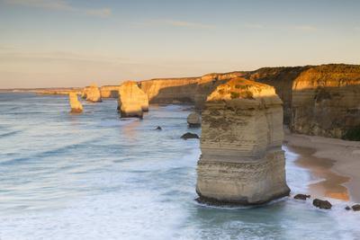 https://imgc.allpostersimages.com/img/posters/twelve-apostles-at-dawn-port-campbell-national-park-great-ocean-road-victoria-australia_u-L-Q12SAI40.jpg?p=0