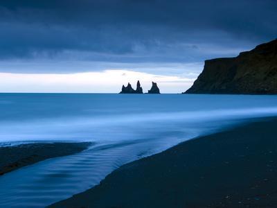 https://imgc.allpostersimages.com/img/posters/twilight-view-towards-rock-stacks-at-reynisdrangar-off-the-coast-at-vik-south-iceland-iceland_u-L-PFO5EU0.jpg?p=0