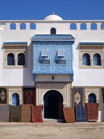 https://imgc.allpostersimages.com/img/posters/typical-decorative-window-in-a-carpet-shop-in-the-medina-tunisia-north-africa-africa_u-L-P7X8440.jpg?p=0