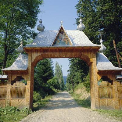 https://imgc.allpostersimages.com/img/posters/typical-moldavian-gateway-horaita-monastery-moldavia-romania_u-L-P2QU3T0.jpg?p=0