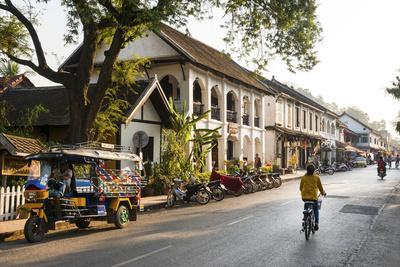https://imgc.allpostersimages.com/img/posters/typical-street-sscene-luang-prabang-laos-indochina-southeast-asia-asia_u-L-Q12SDZE0.jpg?p=0