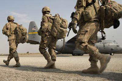 U.S. Army Soldiers Make their Way to a C-130 Hercules
