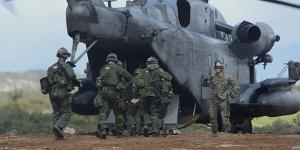U.S. Marines and Members of the Hellenic Army Board a Ch-53E Super Stallion