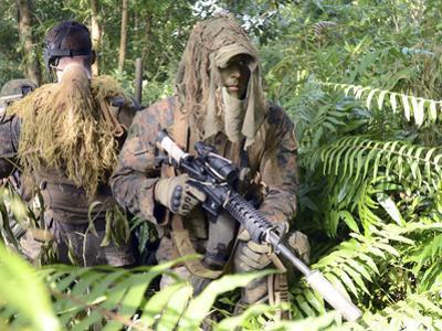 U.S. Marines and the Royal Malaysian Army Conduct an Amphibious Raid Exercise