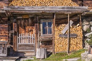 Austria, Tyrol, Sšlllandl, Kaisergebirge, Scheffau, Mountain Hut at Brandstadl by Udo Siebig