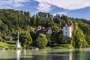 Austria, Upper Austria, Innviertel, Wernstein on the Inn, Marian Column and Castle Wernstein by Udo Siebig