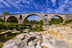 France, Provence, Vaucluse, Bonnieux, River Calavon, Roman Stone Arched Bridge Pont Julien by Udo Siebig