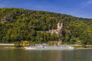 Germany, Rhineland-Palatinate, Upper Middle Rhine Valley, Trechtingshausen, River Rhine by Udo Siebig