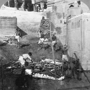 Bathing and Burning the Hindu Dead, Benares (Varanas), India 1903 by Underwood & Underwood