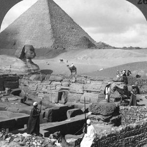 Ruins of the Granite Temple, the Sphinx and Great Pyramid, Egypt, 1905 by Underwood & Underwood