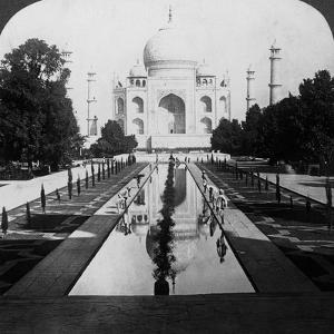 Taj Mahal, Agra, Uttar Pradesh, India by Underwood & Underwood