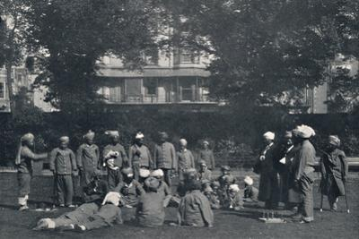 'Convalescent Indian Soldiers Playing Quoits on the Eastern Lawns', c1915, (1939) by Unknown