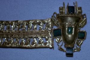 Roman gold bracelet set with glass imitating emeralds, 1st century by Unknown
