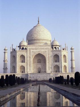 The Taj Mahal, Unesco World Heritage Site, Agra, Uttar Pradesh State, India by Upperhall