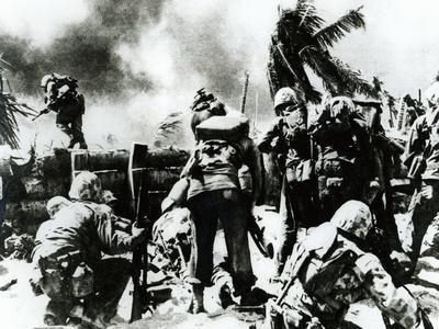 https://imgc.allpostersimages.com/img/posters/us-2nd-marine-division-storm-ashore-at-tarawa-gilbert-islands-20th-november-1943_u-L-PQ311S0.jpg?p=0