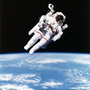 Us Astronaut Bruce Mccandless Spacewalking, 1984