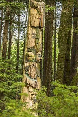 https://imgc.allpostersimages.com/img/posters/usa-alaska-prince-of-wales-island-kasaan-totem-pole-and-forest_u-L-Q1D0C8R0.jpg?p=0