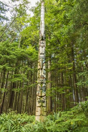 https://imgc.allpostersimages.com/img/posters/usa-alaska-prince-of-wales-island-kasaan-totem-pole-and-forest_u-L-Q1D0GFH0.jpg?p=0