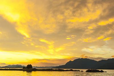 https://imgc.allpostersimages.com/img/posters/usa-alaska-tongass-national-forest-sunset-landscape_u-L-Q1CZTV00.jpg?p=0