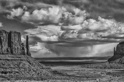 https://imgc.allpostersimages.com/img/posters/usa-arizona-monument-valley-approaching-storm_u-L-PYPF220.jpg?p=0