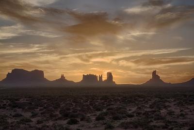https://imgc.allpostersimages.com/img/posters/usa-arizona-monument-valley-first-light_u-L-PYPEYN0.jpg?p=0