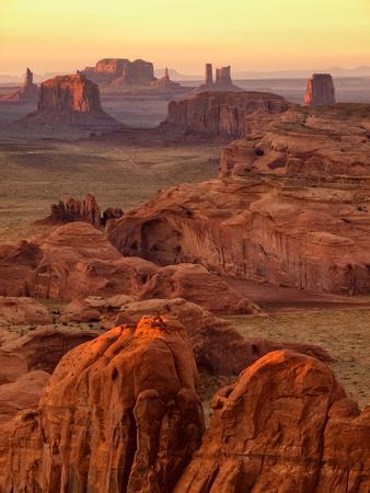 https://imgc.allpostersimages.com/img/posters/usa-arizona-monument-valley-sunset-view-from-hunt-s-mesa_u-L-Q12TBT80.jpg?artPerspective=n