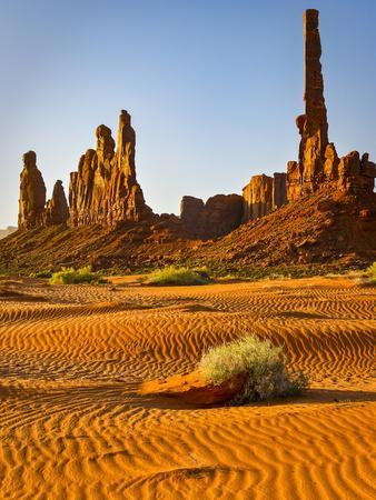 https://imgc.allpostersimages.com/img/posters/usa-arizona-monument-valley-totem_u-L-Q1D06EO0.jpg?p=0