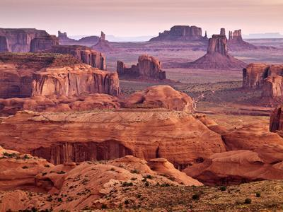https://imgc.allpostersimages.com/img/posters/usa-arizona-monument-valley-view-from-hunt-s-mesa-at-dawn_u-L-Q12TBWX0.jpg?p=0