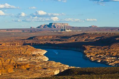https://imgc.allpostersimages.com/img/posters/usa-arizona-page-lake-powell-vistas-cruising-boat_u-L-Q1CZVTE0.jpg?p=0