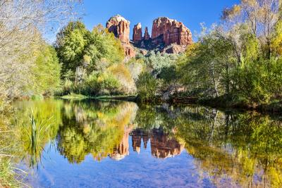 https://imgc.allpostersimages.com/img/posters/usa-arizona-sedona-red-rock-crossing-landscape-of-rock-and-trees_u-L-Q1D06KO0.jpg?p=0