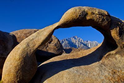 https://imgc.allpostersimages.com/img/posters/usa-california-alabama-hills-mobius-arch-at-sunrise_u-L-Q1D0EB50.jpg?artPerspective=n