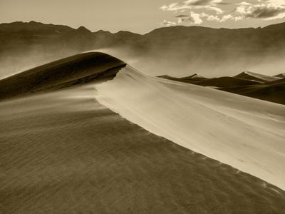 https://imgc.allpostersimages.com/img/posters/usa-california-death-valley-national-park-mesquite-flats-sand-dunes-blowing-sand_u-L-Q1H1ZSO0.jpg?artPerspective=n