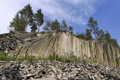 https://imgc.allpostersimages.com/img/posters/usa-california-devil-s-postpile-national-monument-basalt-column-formations_u-L-Q1D0AI50.jpg?p=0