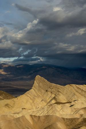 https://imgc.allpostersimages.com/img/posters/usa-california-early-morning-light-from-zabriskie-point-death-valley-national-park_u-L-Q1H228B0.jpg?artPerspective=n