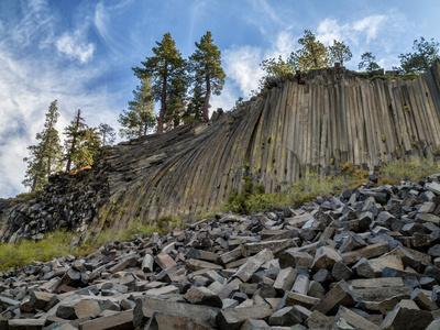 https://imgc.allpostersimages.com/img/posters/usa-california-eastern-sierra-devils-postpile-national-monument-in-autumn_u-L-Q12T38A0.jpg?p=0