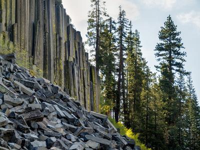 https://imgc.allpostersimages.com/img/posters/usa-california-eastern-sierra-devils-postpile-national-monument-in-autumn_u-L-Q12T3RC0.jpg?p=0